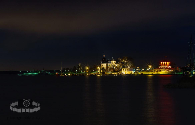 Bernsteinvilla am Goitzschesee bei Nacht
